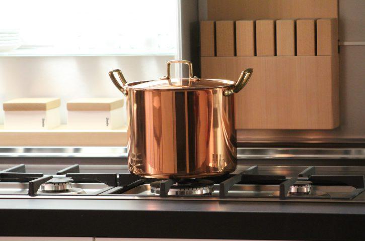 Jak wyposażyć swoją kuchnię? Wybór garnków