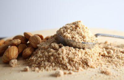 Poznaj mąkę migdałową – smaczny i zdrowy zamiennik mąki pszennej