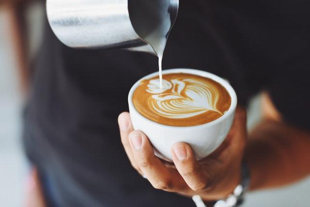 Zwykła kawa jest dla Ciebie za nudna? Oto przepisy, które ją urozmaicą!