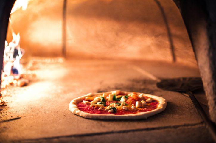 Zalety pieca ogrodowego do pizzy
